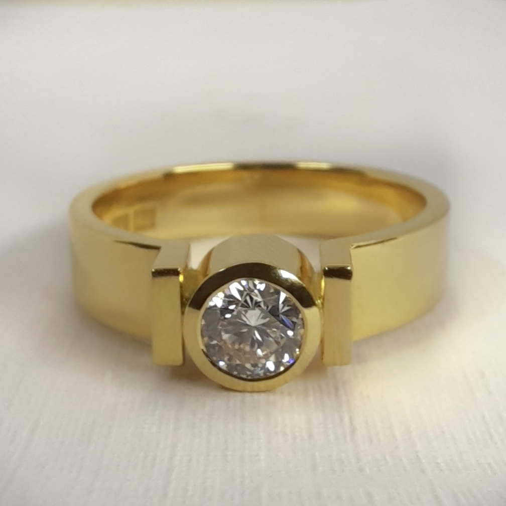 Rudolf Heltzel 18ct Yellow Gold Bezel Set Diamond Solitaire Engagement ring 2